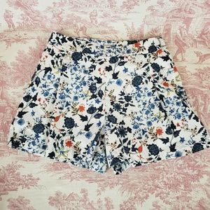 Cremieux Shorts Size 4 White Floral Lined Pleated